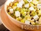 Рецепта Салата с целина, грозде, ябълки, синьо сирене и орехи
